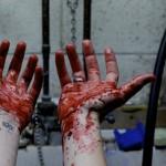 -Estaba tirada en el piso, y la sangre goteaba y goteaba, y yo tiritaba del miedo